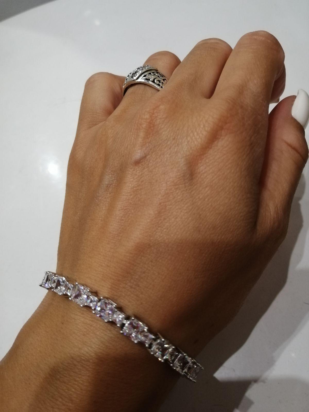 Серебряный браслет со сверкающими фианитами, оригинальной застежкой, дешево