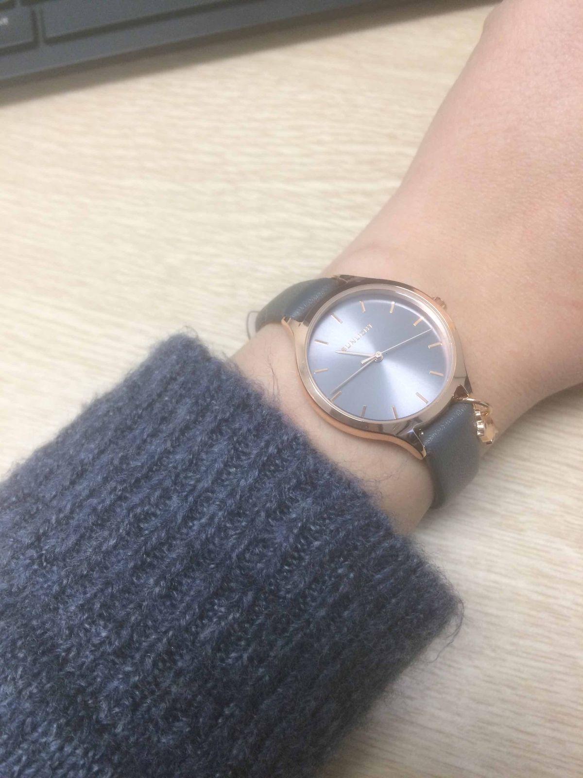 Классические элегантные часы