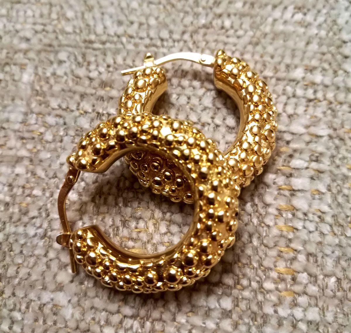 Серьги из миллионного золота. Смотрятся ярко и шикарно.