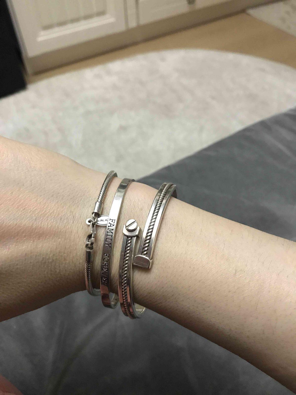 Просто нереально удобный и красивый браслет , смотрится дорого