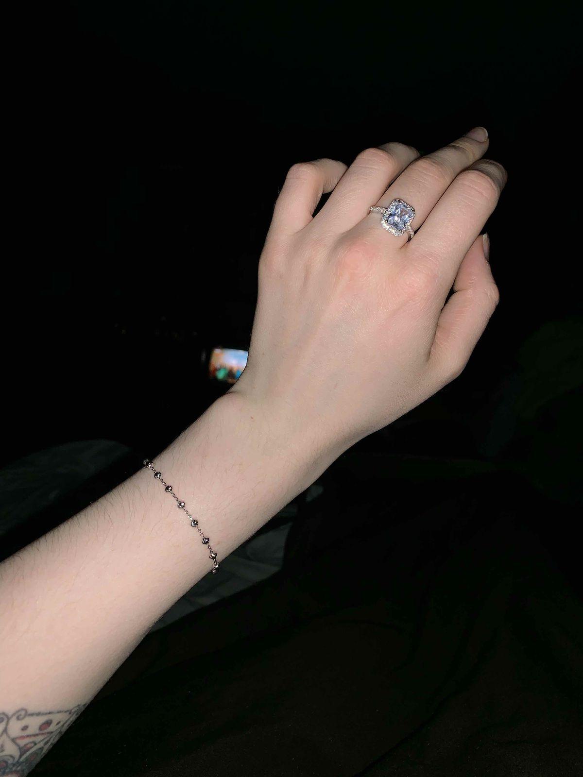 Миниатюрный невесомый браслет