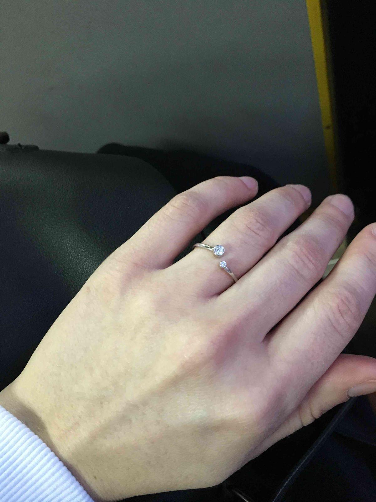 Очень красивое минималистичное колечко! прекрасно смотрится на любом пальце