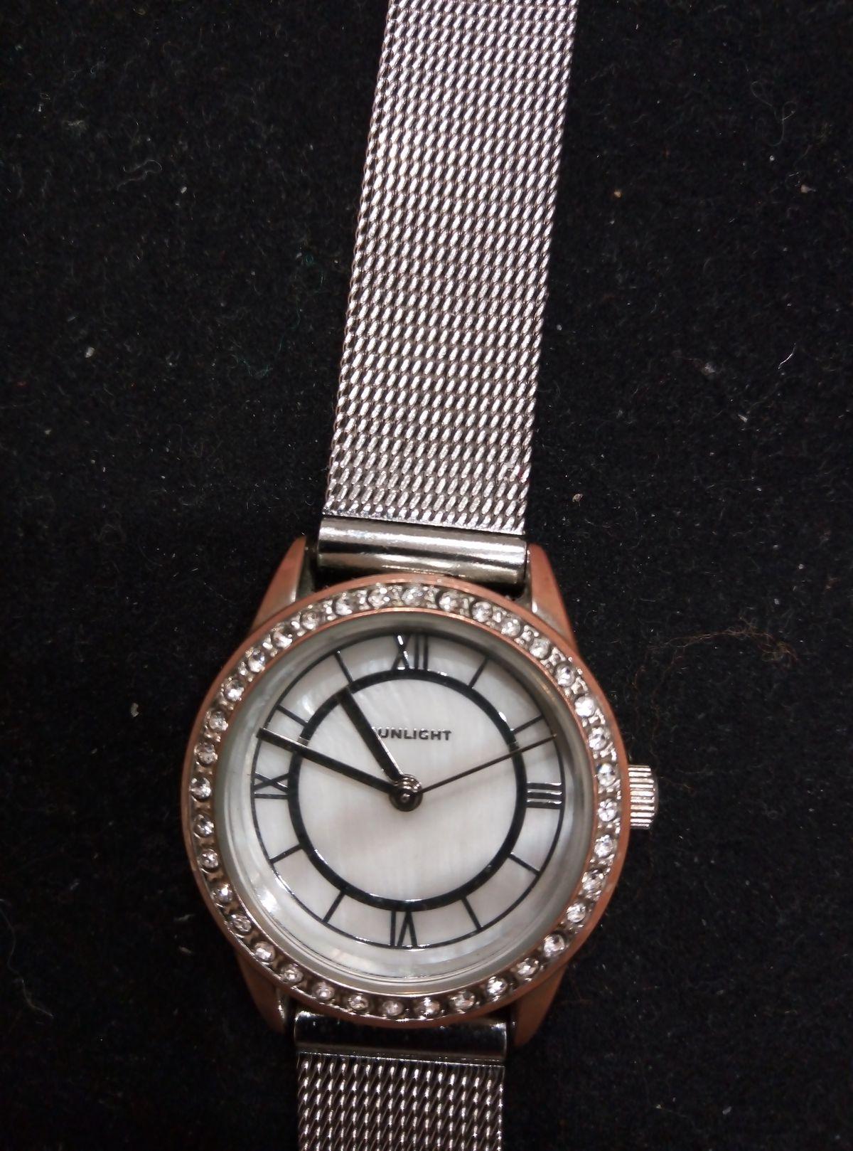 Купленные часы радовали только три месяца, потом корпус часов стёрся!