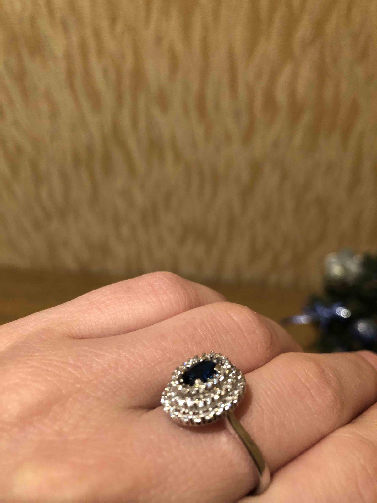 Серебряное кольцо с фианитами для любимой мамочки. шикарно украсит пальчик!