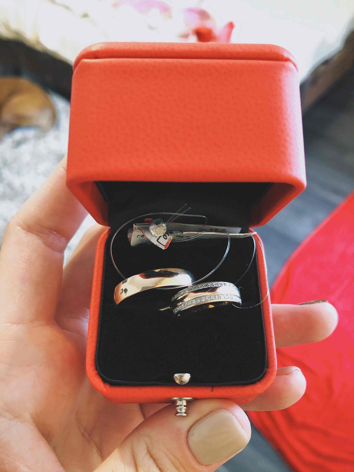 Красивое кольцо с бриллиантиками