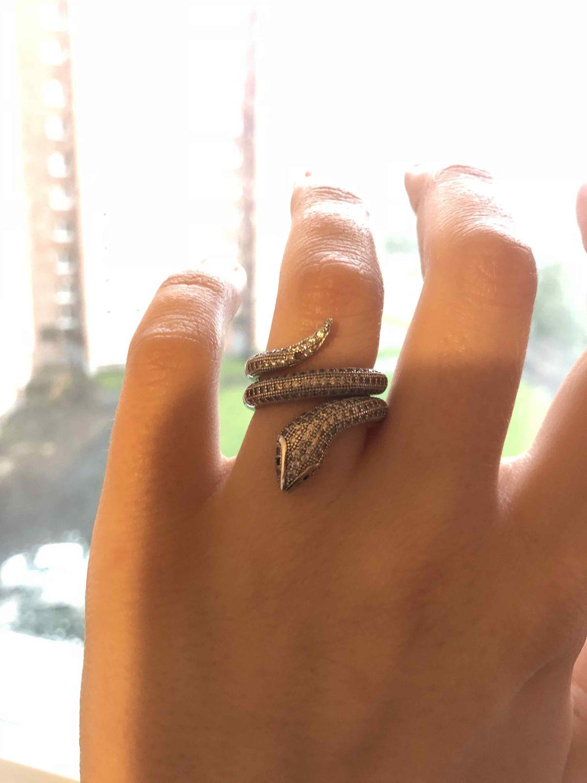 Красивое кольцо в виде змеи