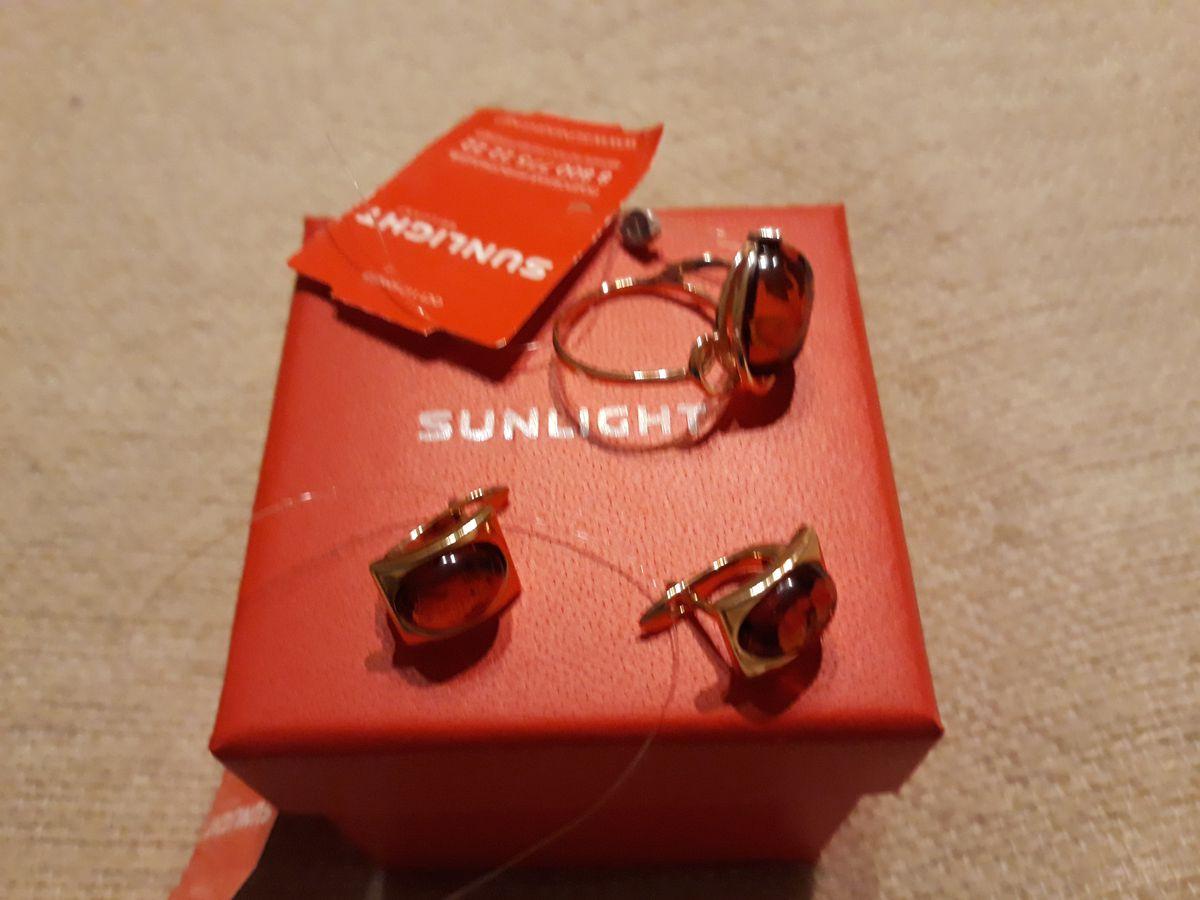 Серебряные кольцо с янтарем