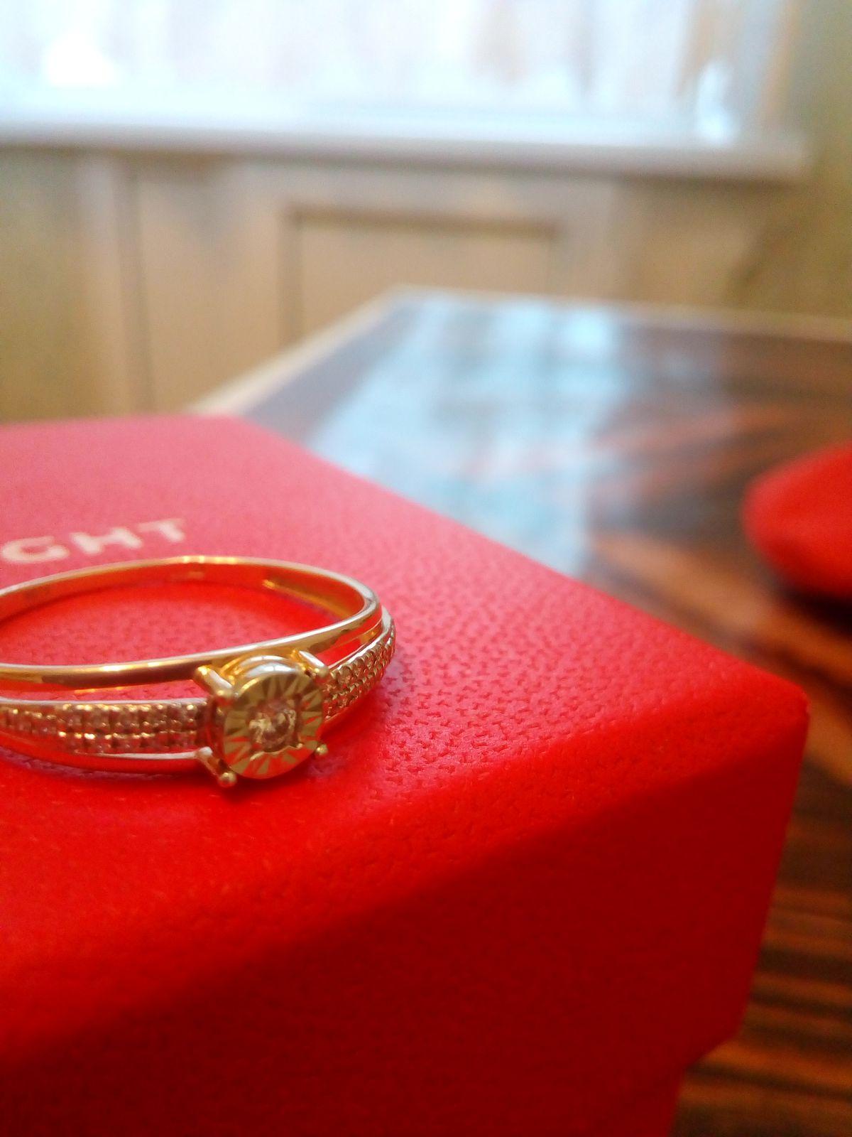 Очень красивое кольцо с бриллиантами, которое заслуживает каждая девушка!