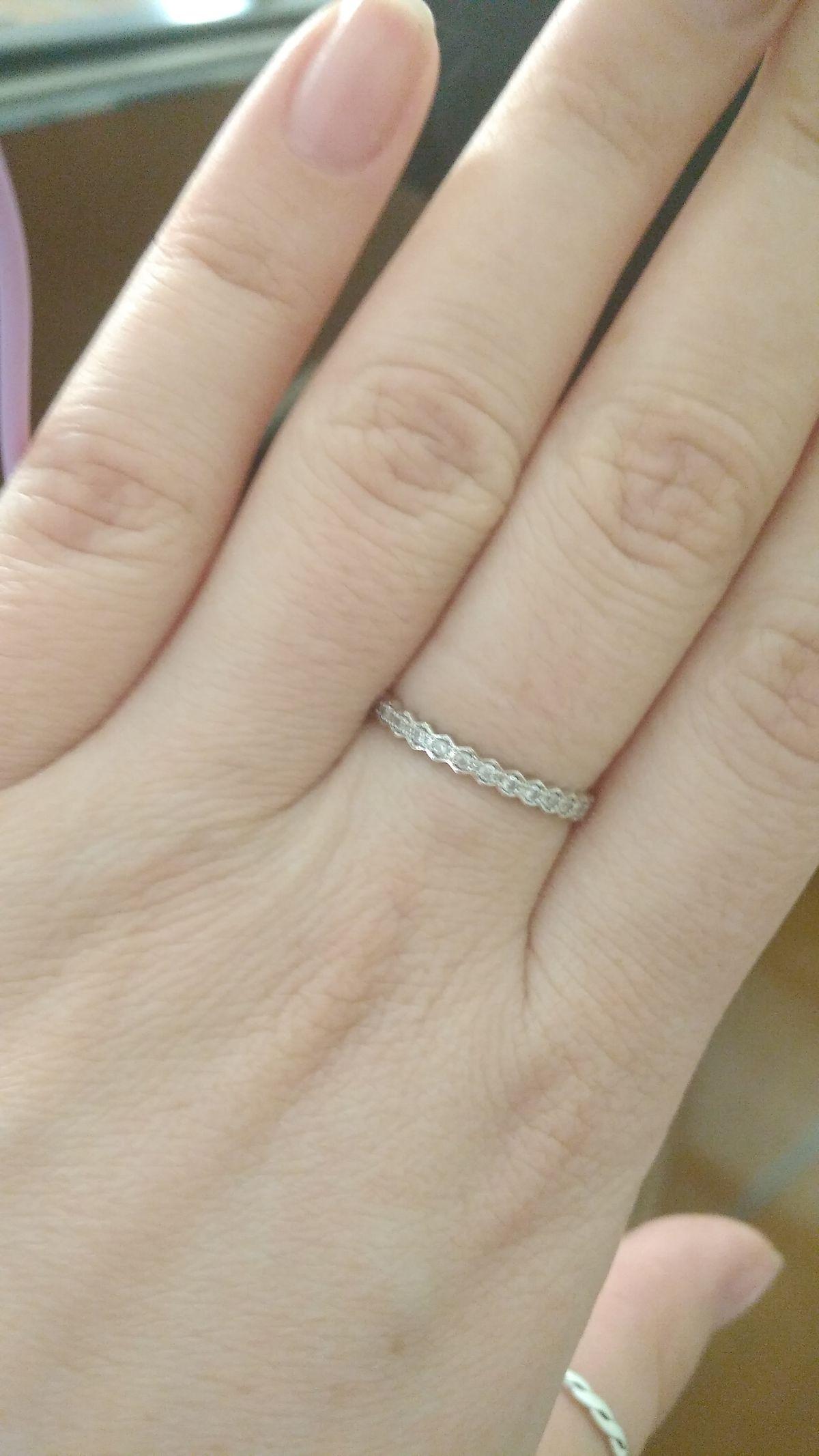 Изумительное простое, но элегантное кольцо.
