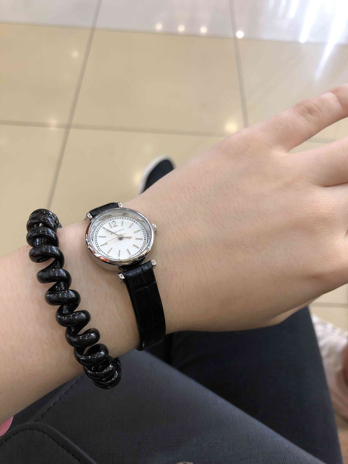 Красивые часы,хорошо смотрятся