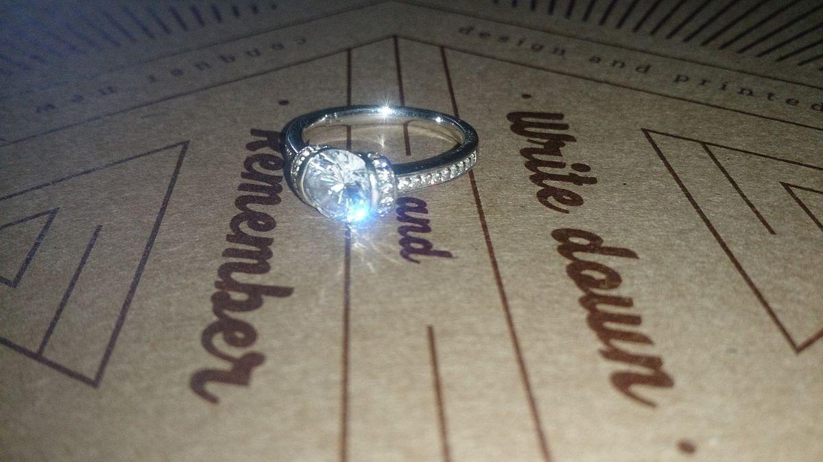 Нежное яркое кольцо