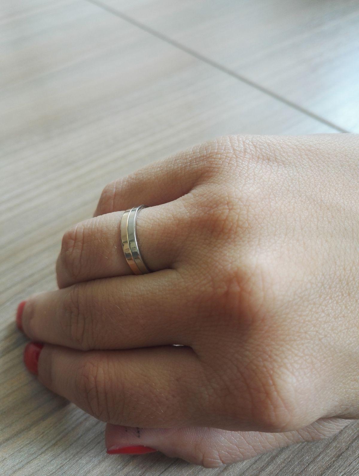 Прекрасное обручальное кольцо!