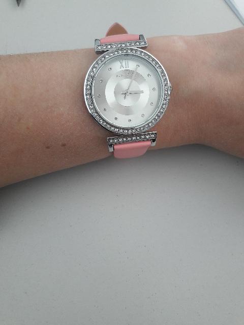 Часы со стразами и розовым ремешком