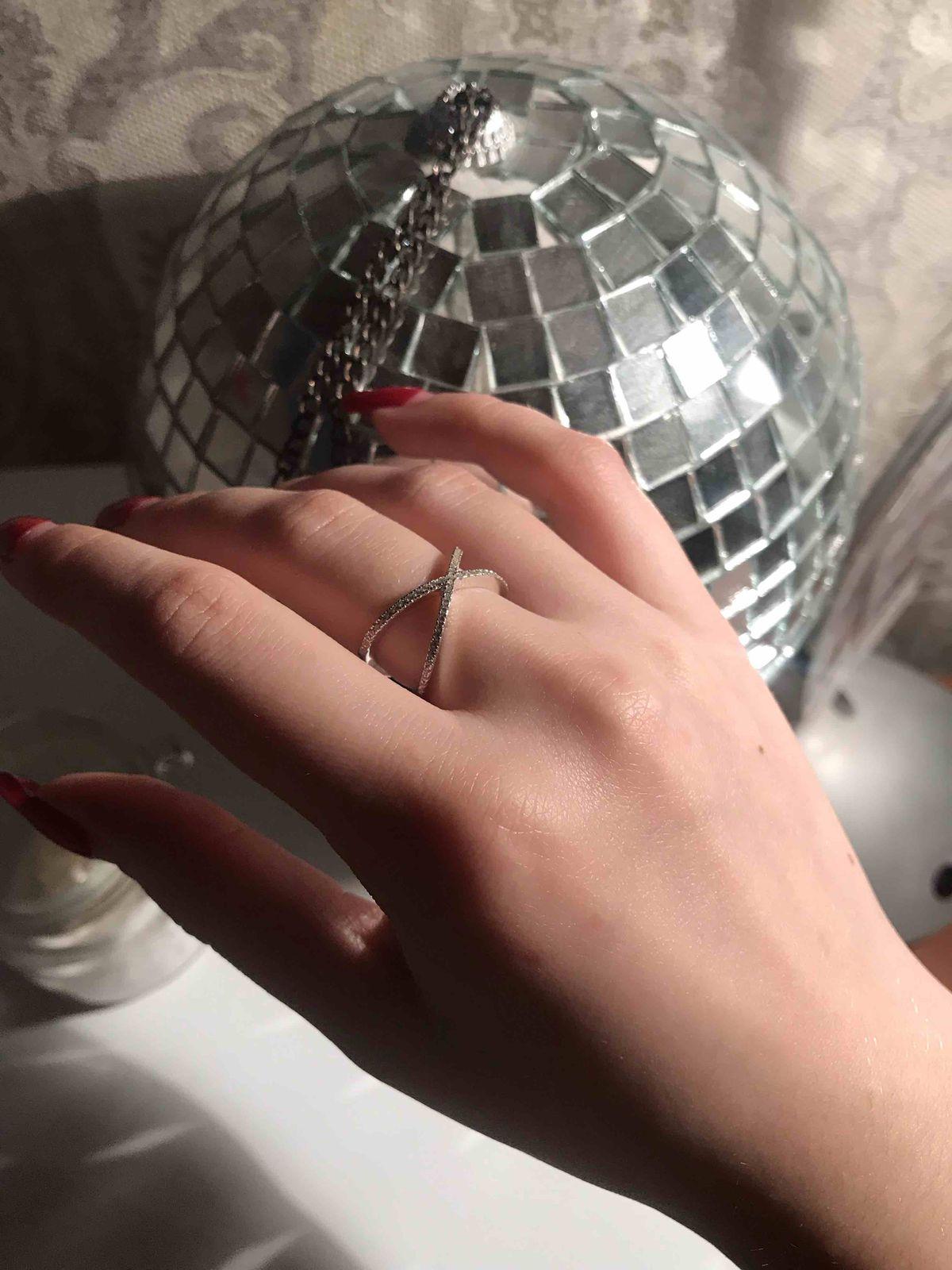 Серебрянное кольцо с фианитами - просто и со вкусом!