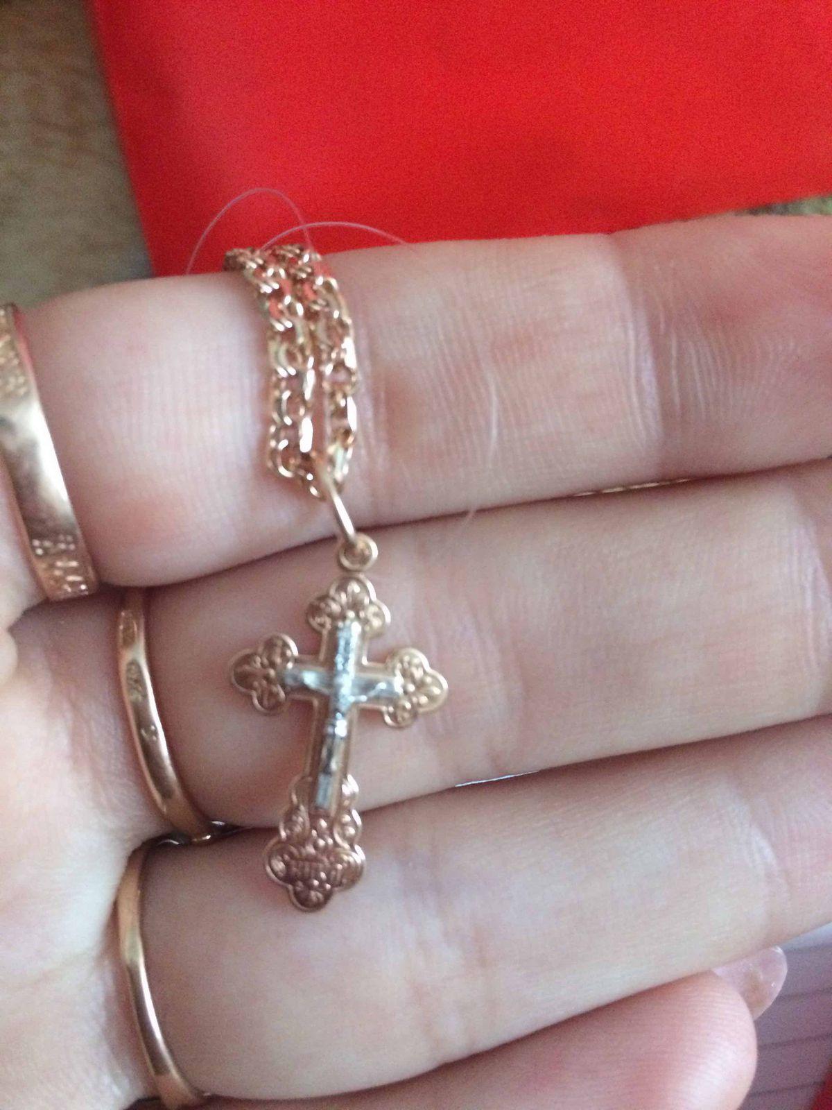 Хороший крестик выбирала подарок на новый год парню
