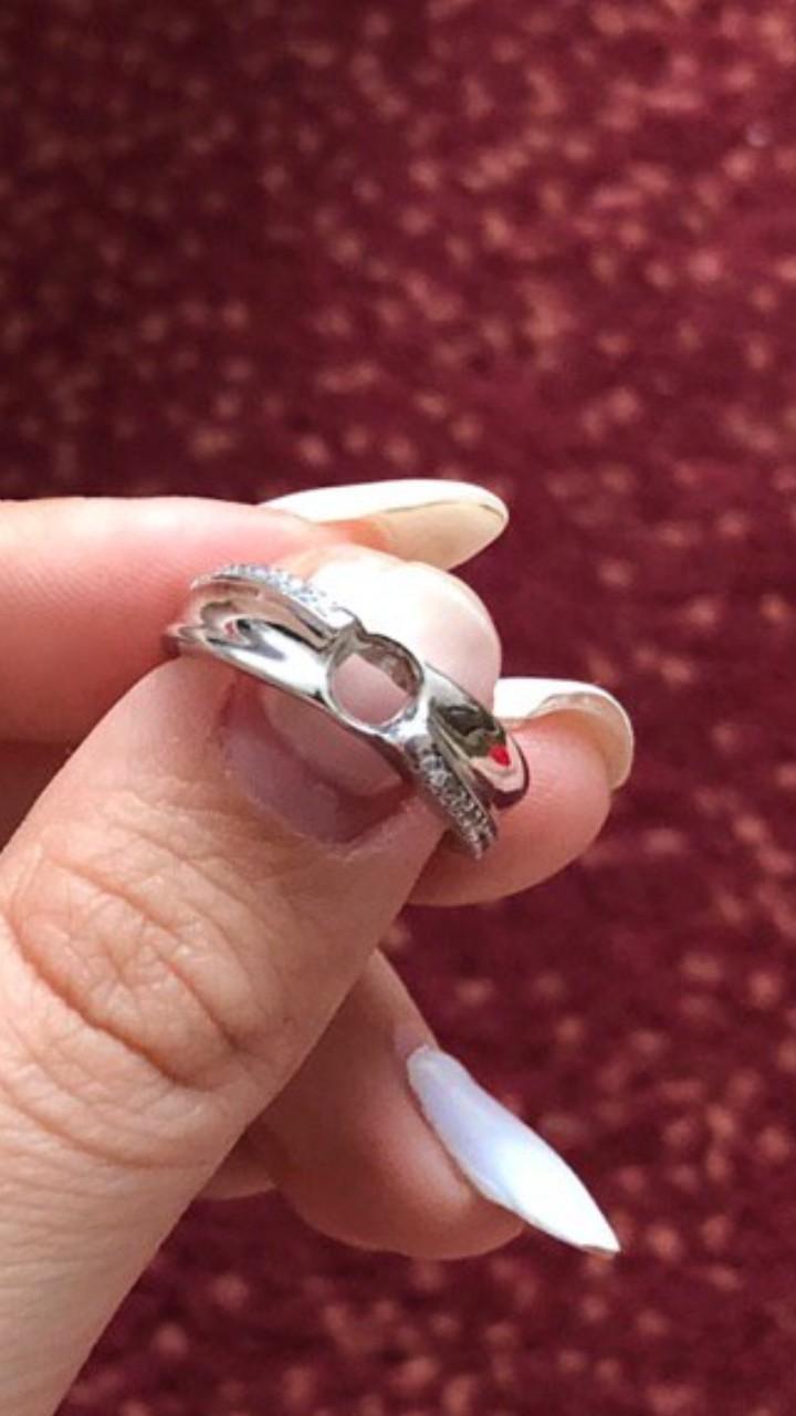Красивое кольцо по доступной цене,но качество подвело