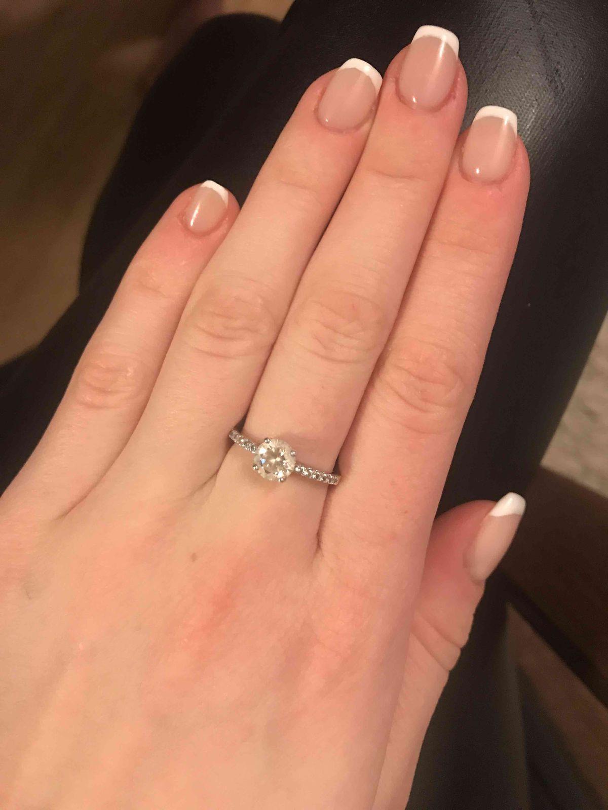 Обалденное кольцо с фианитами из санлайта