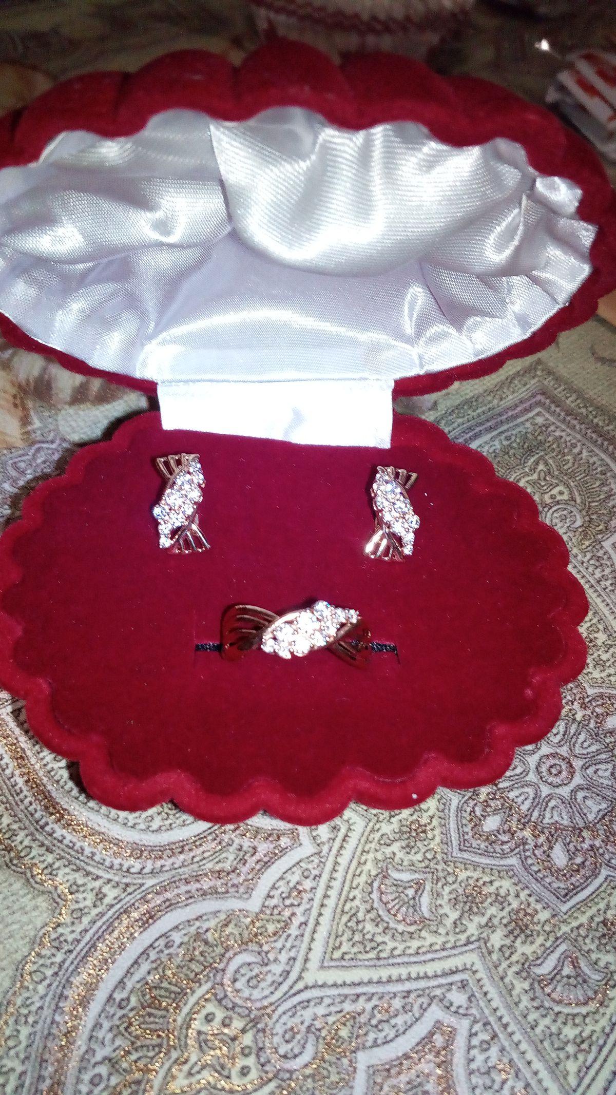 Взяли комплект серьги и кольцо