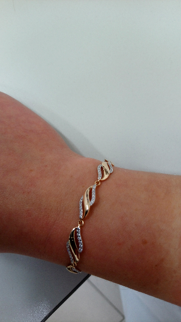 Великолепный подарок. Золотой браслет, искрящиеся фианиты, изящные линии.
