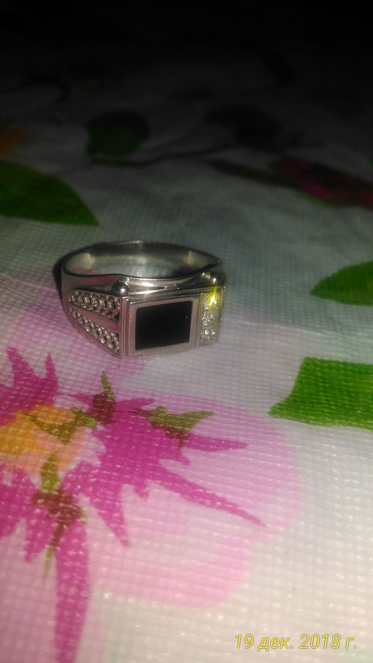 Стильный Перстень с фианитами и ониксом