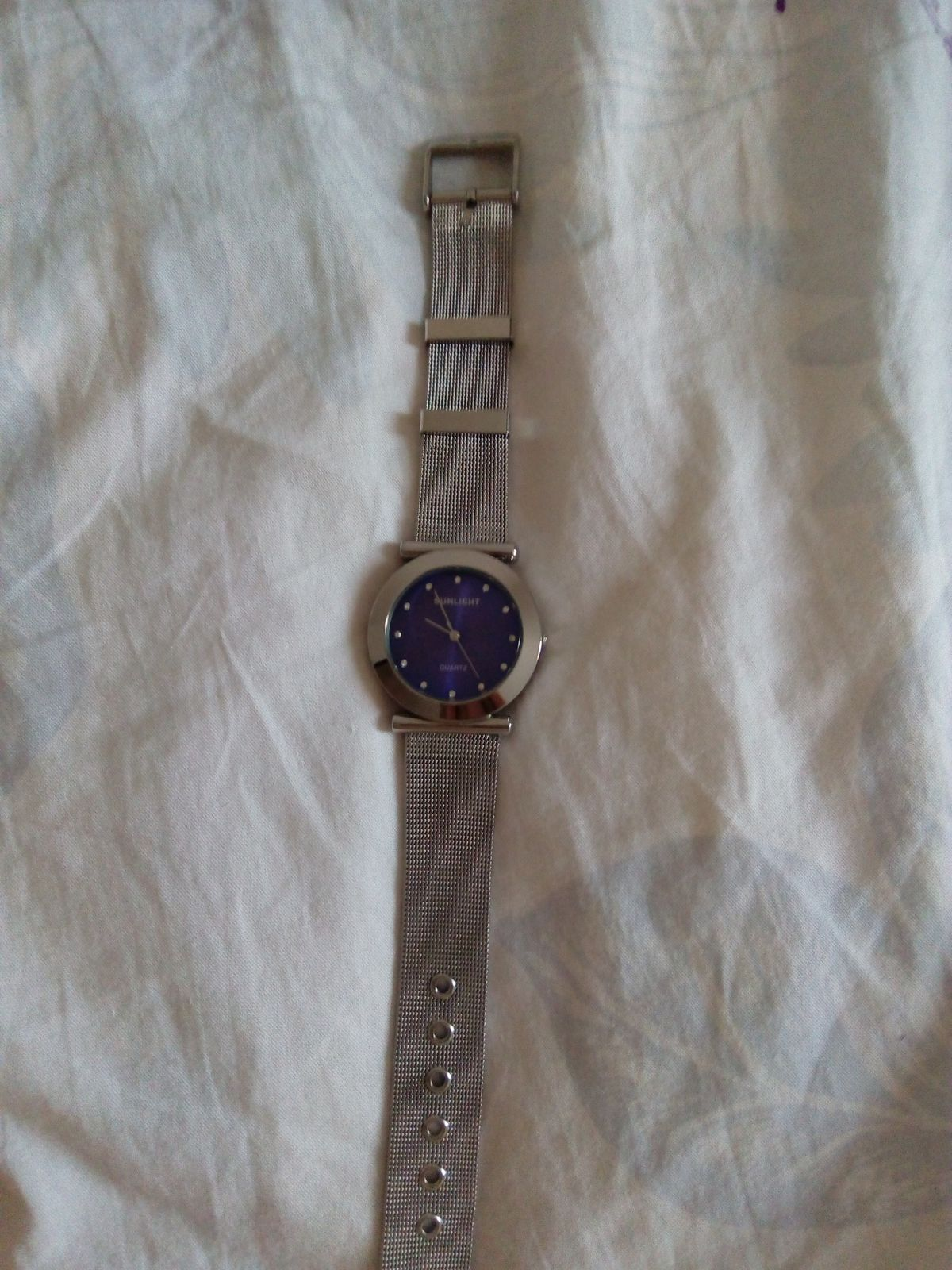 Часы с синим циферблатом