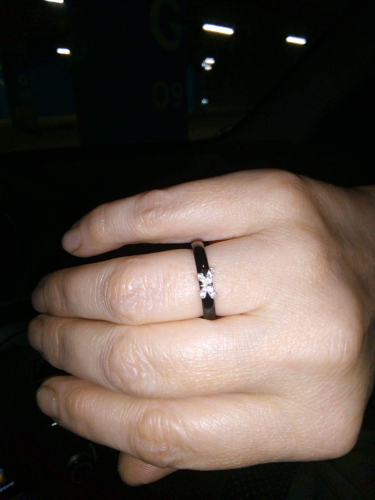 Кольцо с бабочкой.