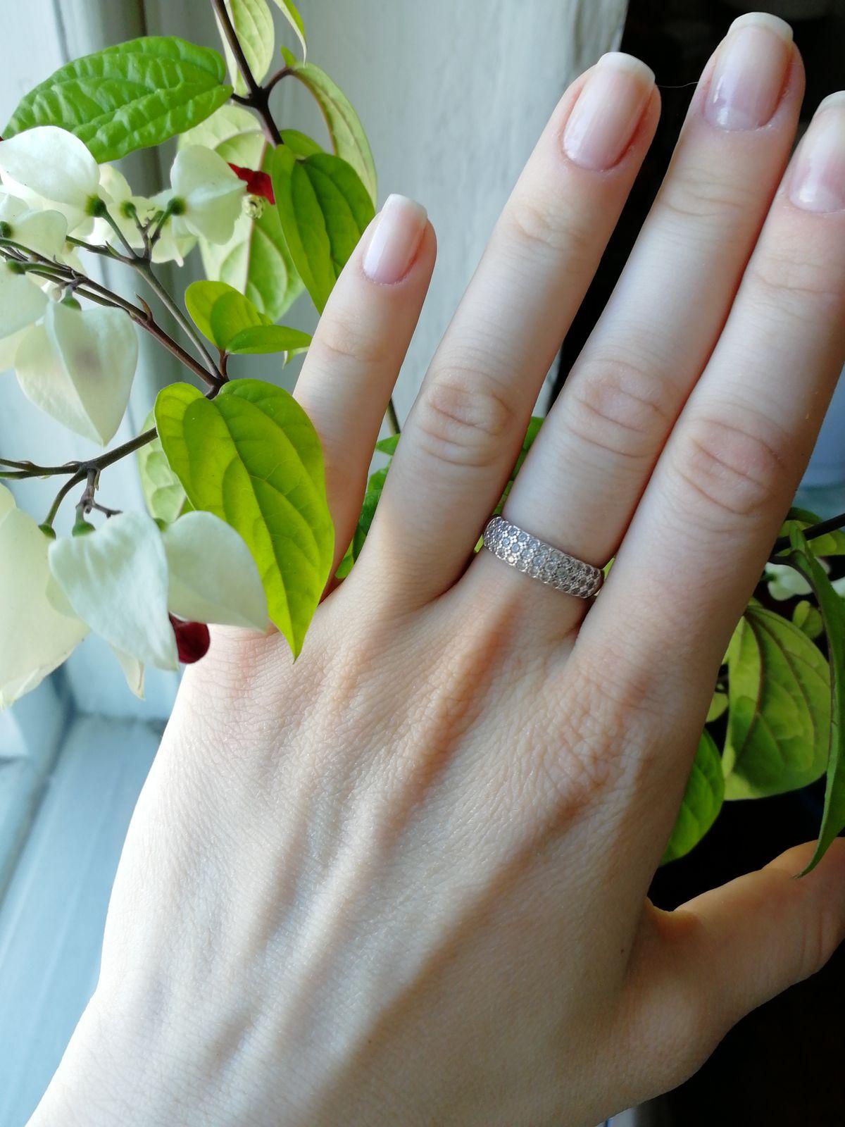 Красивое повседневное кольцо