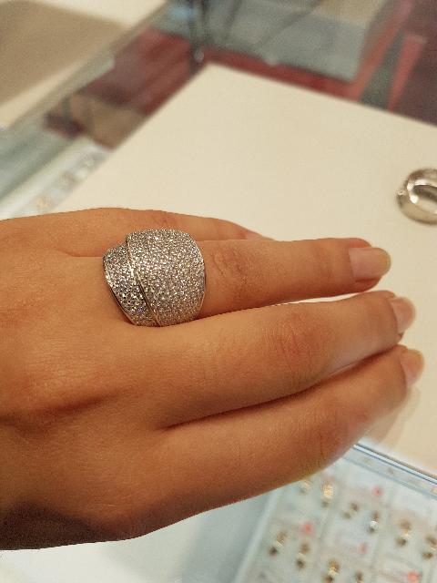 Элегантное и празлничное кольцо