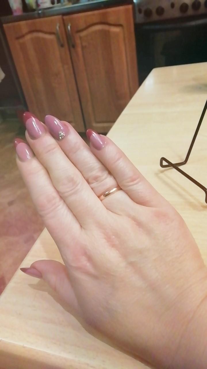 Хотели купить серьги серебряные а муж купил мне колечко обручальное))