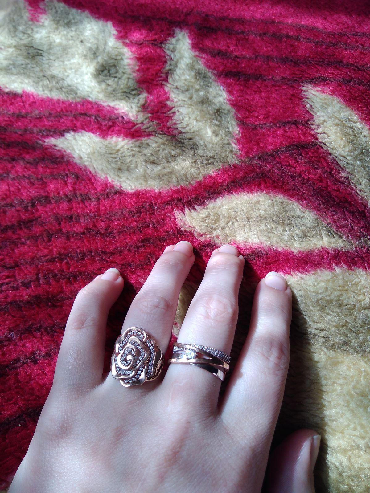 Кольцо супер, нимагу на него наглядется. А на руке смотрится очень красиво