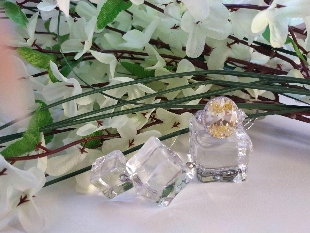 Серебряное кольцо с роскошным фианитом в трендовом оттенке