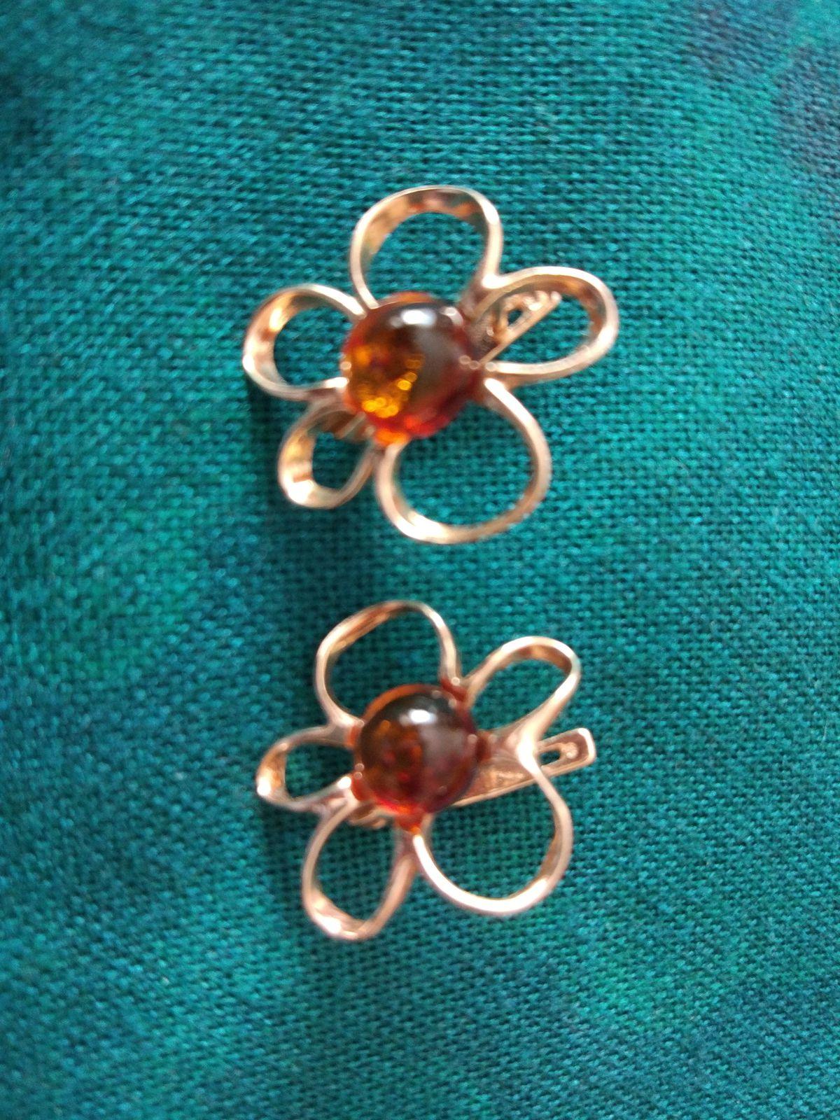 Серьги-ромашки с янтарем