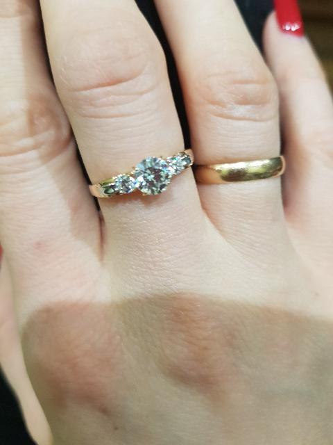 Красота, красивое кольцо! Супер, мне понравилось. Сверкает как бриллиант.
