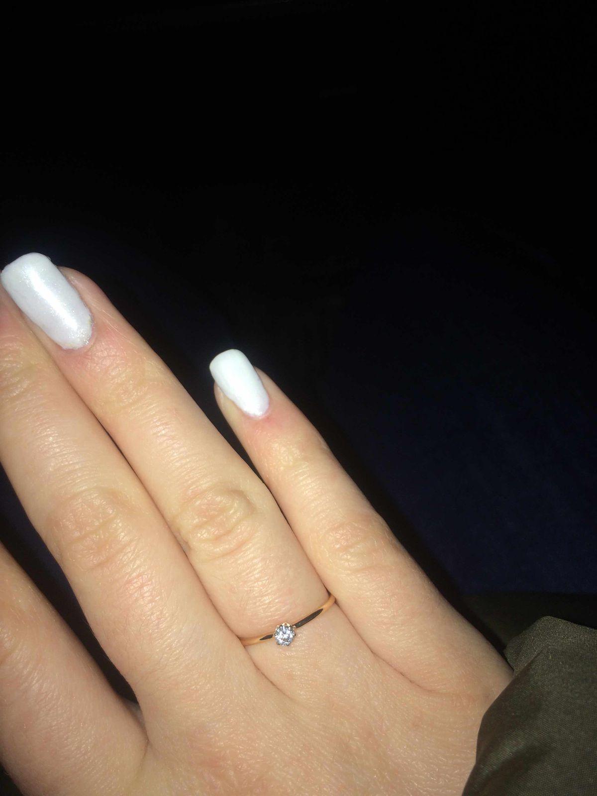 Очень красивое, кольцо, смотрится обалденно))) за одежду не цепляется❤️❤️❤️