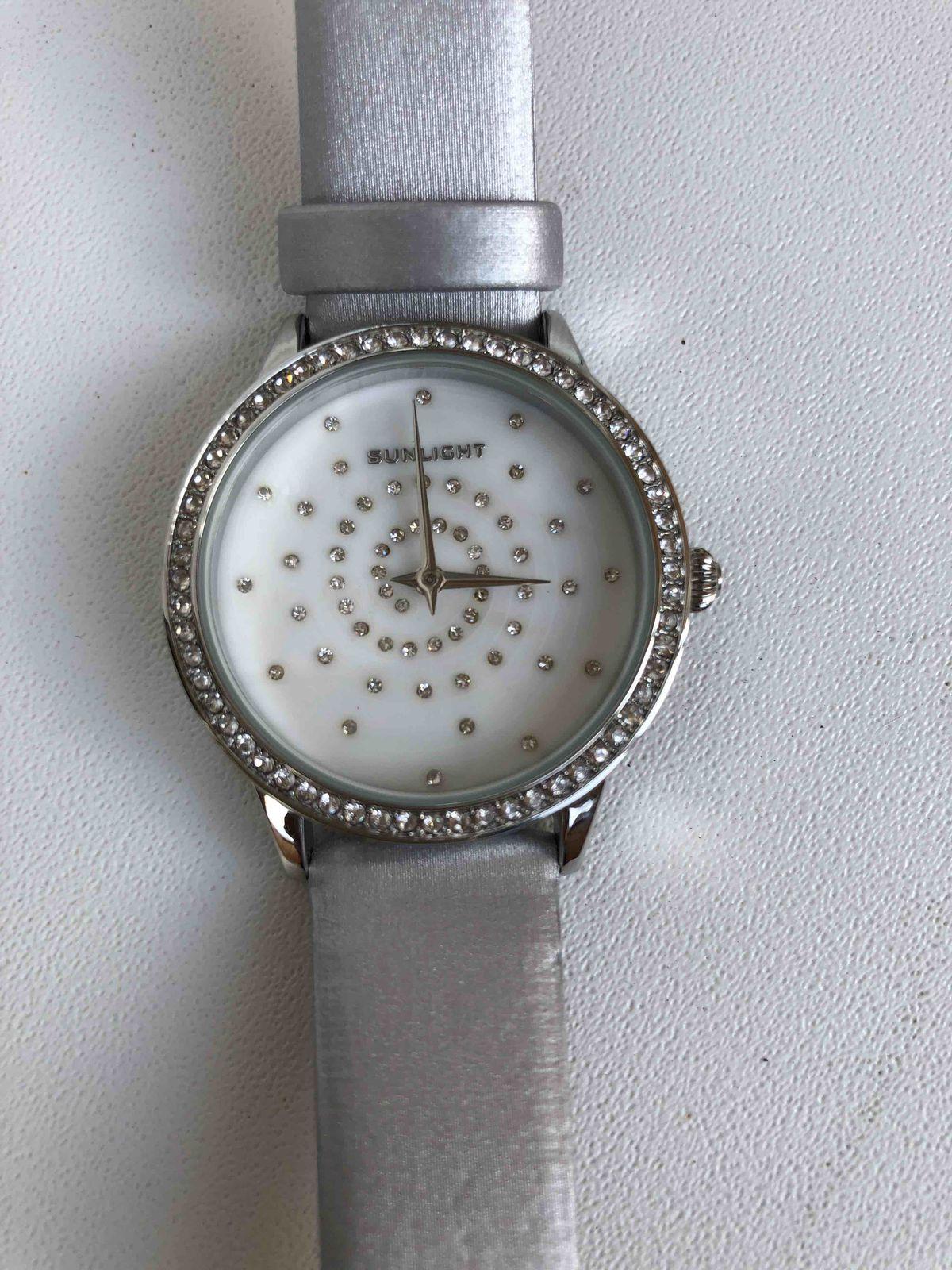Часики с кристаллами